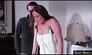 Pussyfucked stepmom makes hard bushwa steal